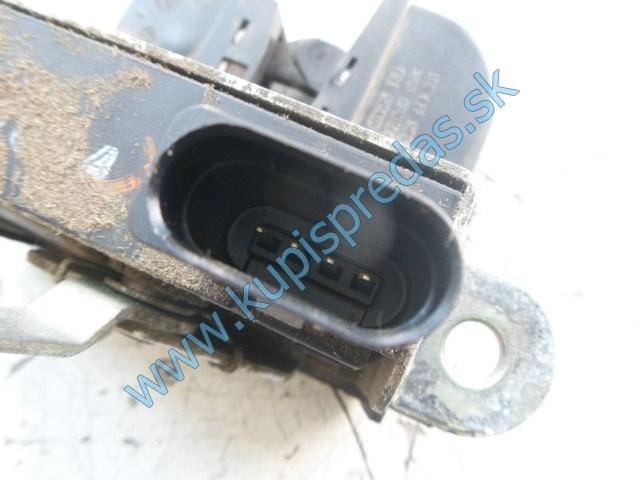 zadný zámok na piate dvere na vw volkswagen touran , 1T0827505D