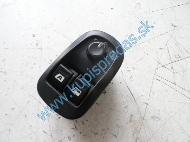 ľavý predný vypínač na otváranie okna na peugeot 306 lift 17 pin